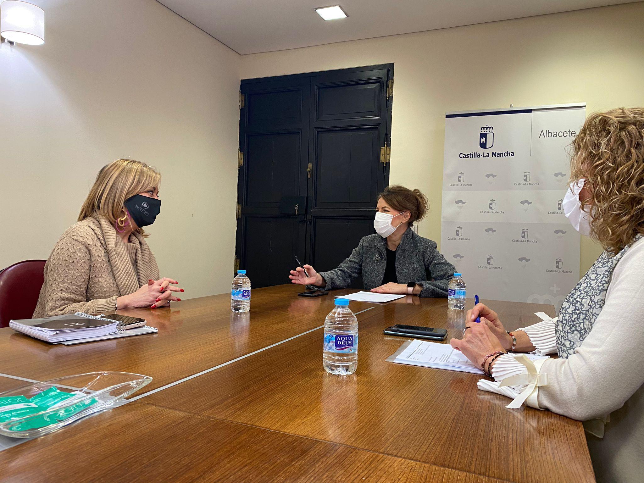 La consejera de Bienestar Social mantiene una reunión de trabajo con la presidenta de Amepap (Asociación de mujeres empresarias de Albacete y provincia)