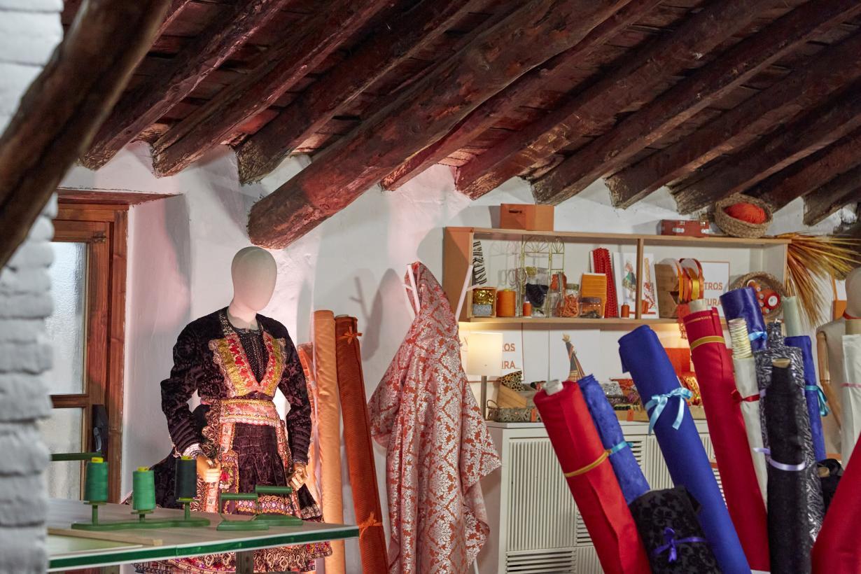 Los bordados artesanales de Lagartera pondrán a prueba la destreza de los aprendices de 'Maestros de la Costura' en el programa de este lunes
