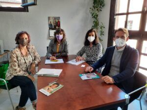 El Ayuntamiento mantiene una reunión con la Asociación Española Contra el Cáncer (AECC) para estrechar la colaboración