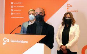 Cs Guadalajara asegura que el decretazo de Sánchez para la reducción de la brecha de género no da solución al problema, y además, penaliza a las familias