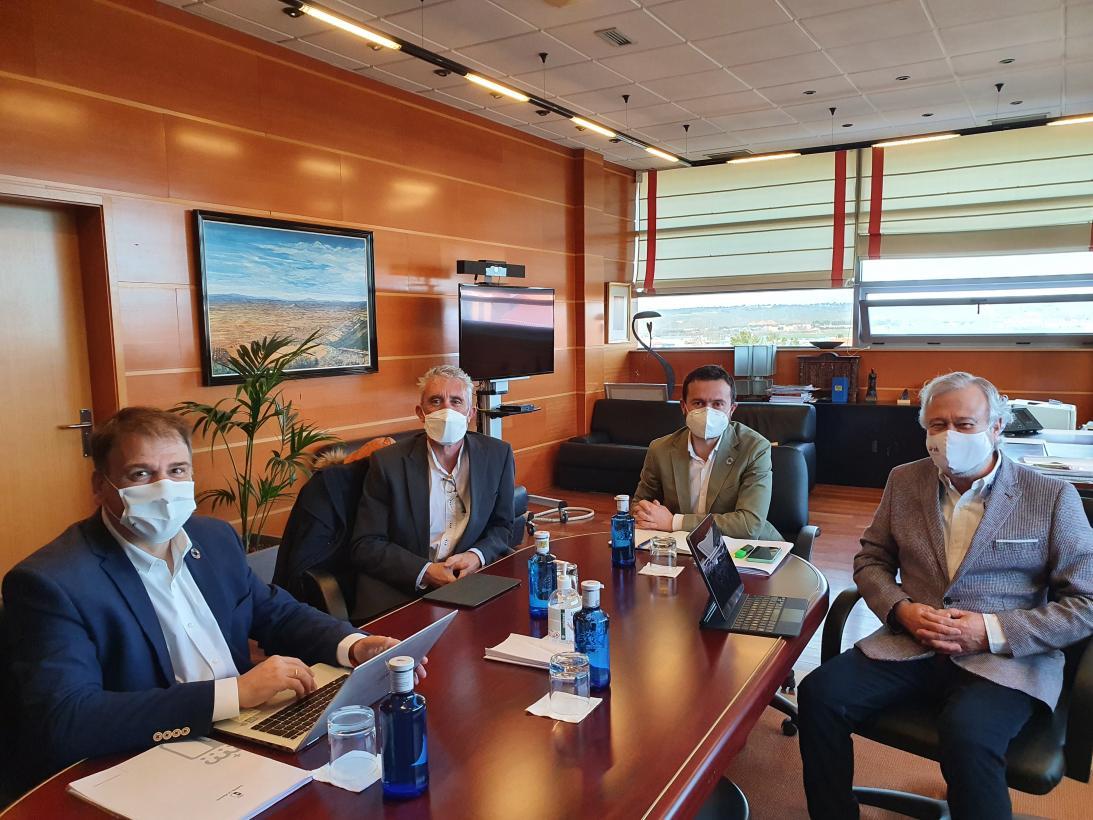 El Gobierno de Castilla-La Mancha tramitará como proyectos prioritarios los despliegues de fibra óptica