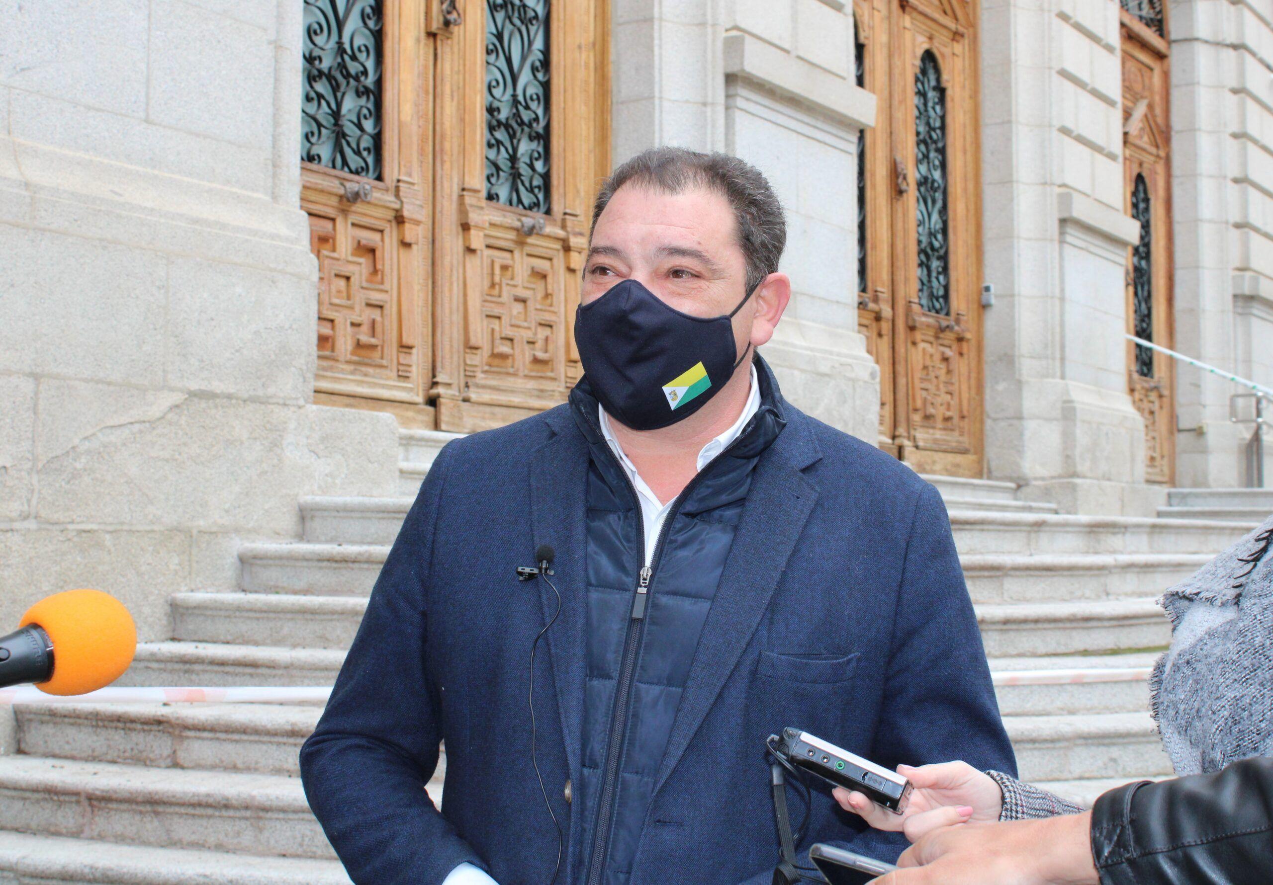 Fernández lamenta que Page siga sin escuchar a los ciudadanos, que piden soluciones para hacer compatible la protección de la salud y la economía