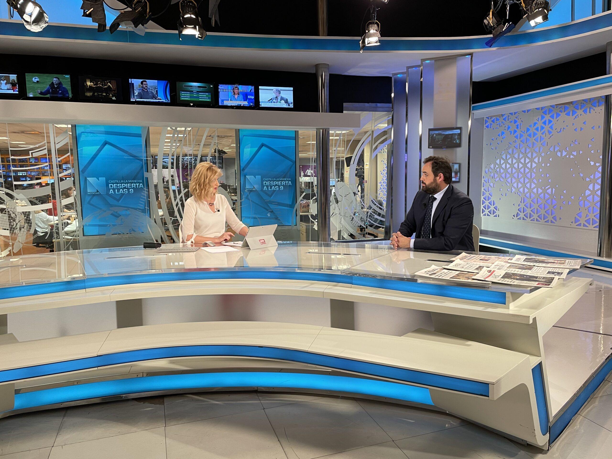 Núñez apuesta por un modelo que permita garantizar la salud y la economía frente al de Page que gobierna de espaldas a los castellano-manchegos
