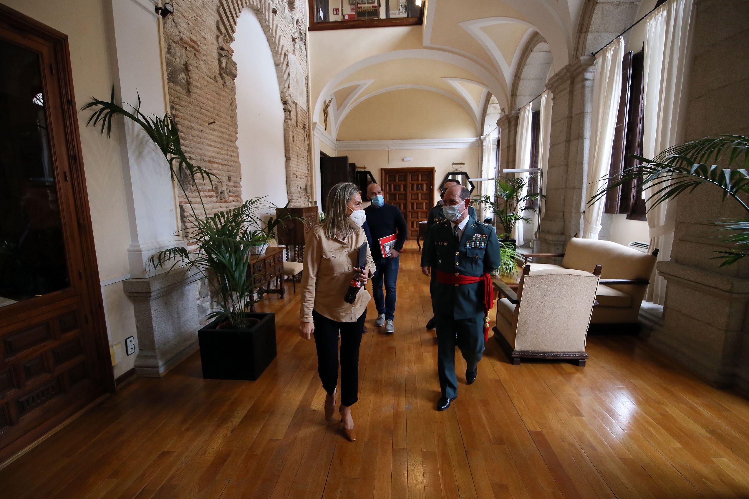 La alcaldesa recibe en el Ayuntamiento al general Francisco Javier Cortés, nuevo jefe de la Guardia Civil en Castilla-La Mancha