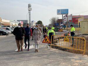 Milagros Tolón recoge las impresiones de los empresarios del Polígono industrial en una visita a las obras de la Calle Jarama