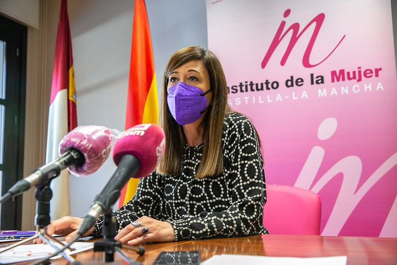 El Gobierno regional convoca las becas 'Leonor Serrano Pablo' para que mujeres víctimas de violencia de género, sus hijas e hijos cursen estudios universitarios