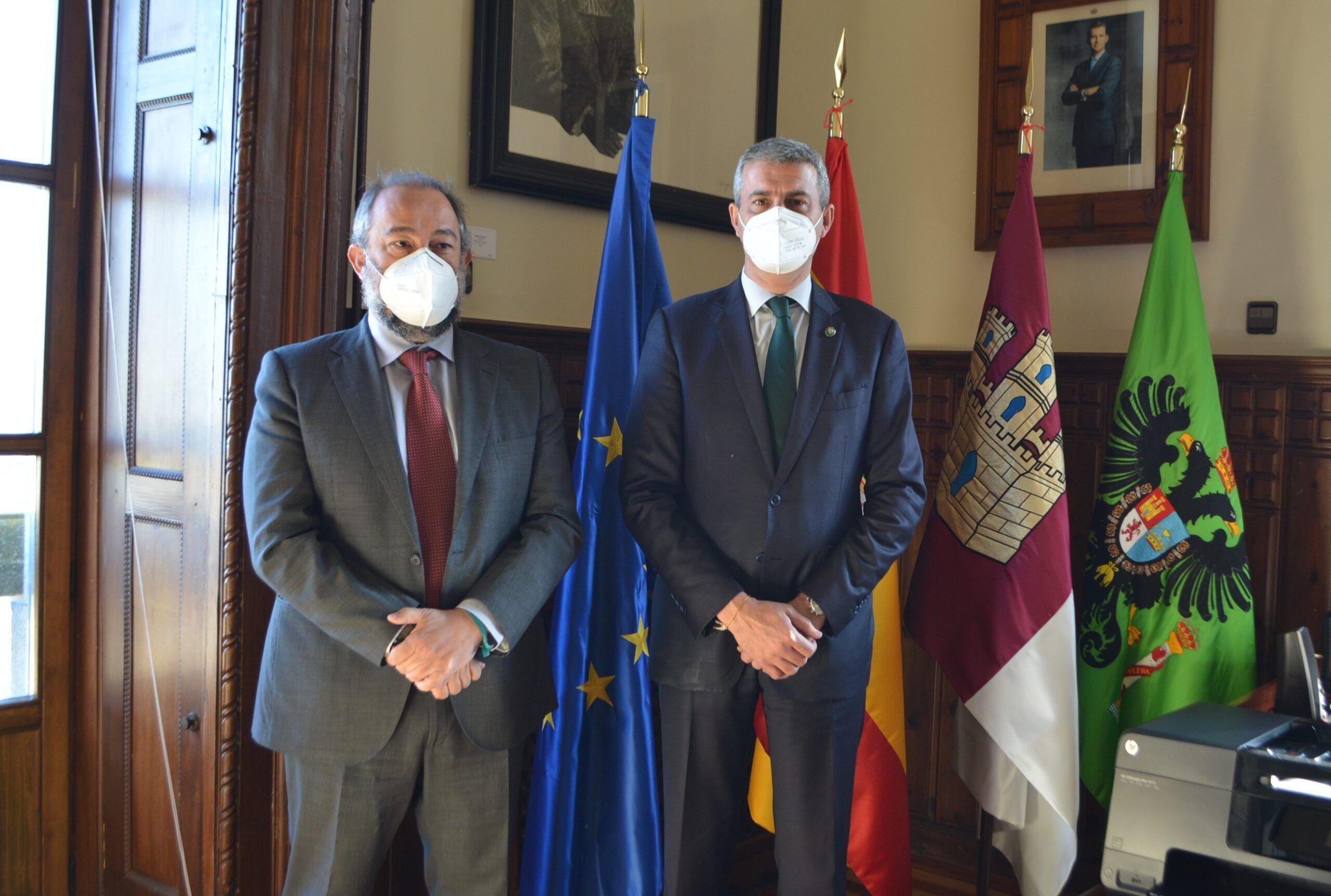 Álvaro Gutiérrez y Julián Garde destacan el alto grado de colaboración entre Diputación y Universidad de Castilla-La Mancha