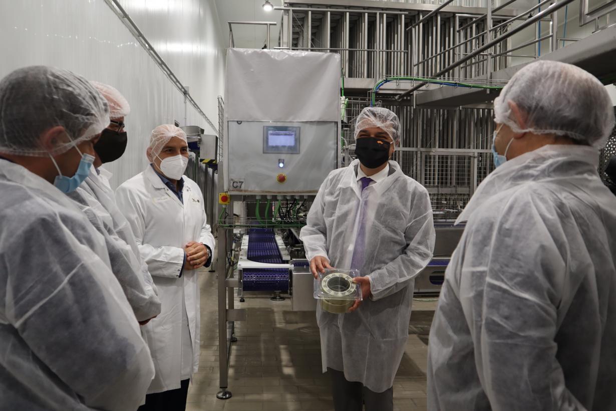 """El Gobierno regional apoya a las empresas que hacen posible el crecimiento sostenido del queso manchego y exportan """"la esencia"""" de la región"""