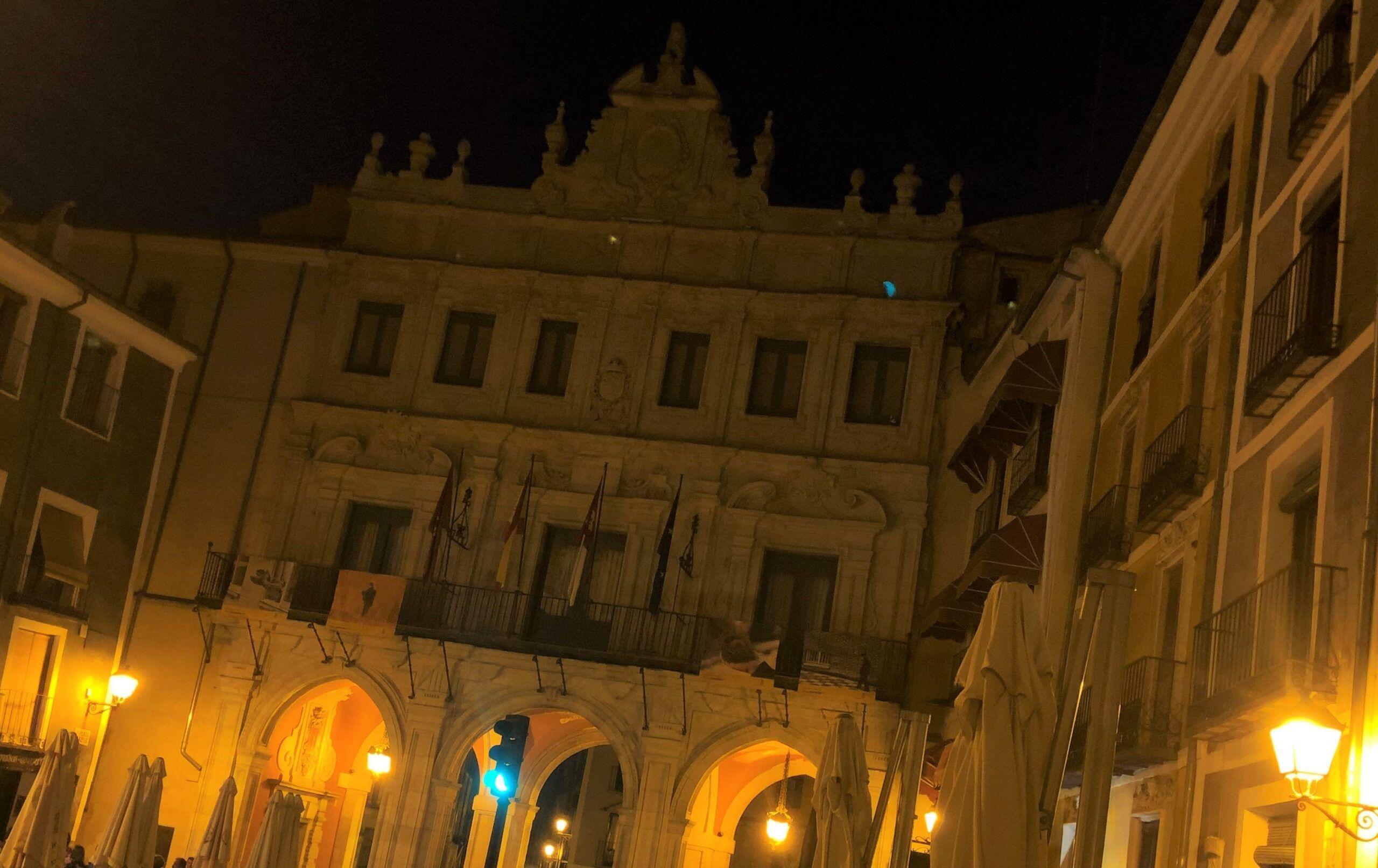 Las Hoces, las Casas Colgadas, Mangana y el Ayuntamiento se quedan sin luz durante una hora por La Hora del Planeta