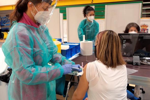 Castilla-La Mancha ha administrado la primera dosis de la vacuna contra el COVID-19 a cerca de 15.000 profesionales del ámbito docente