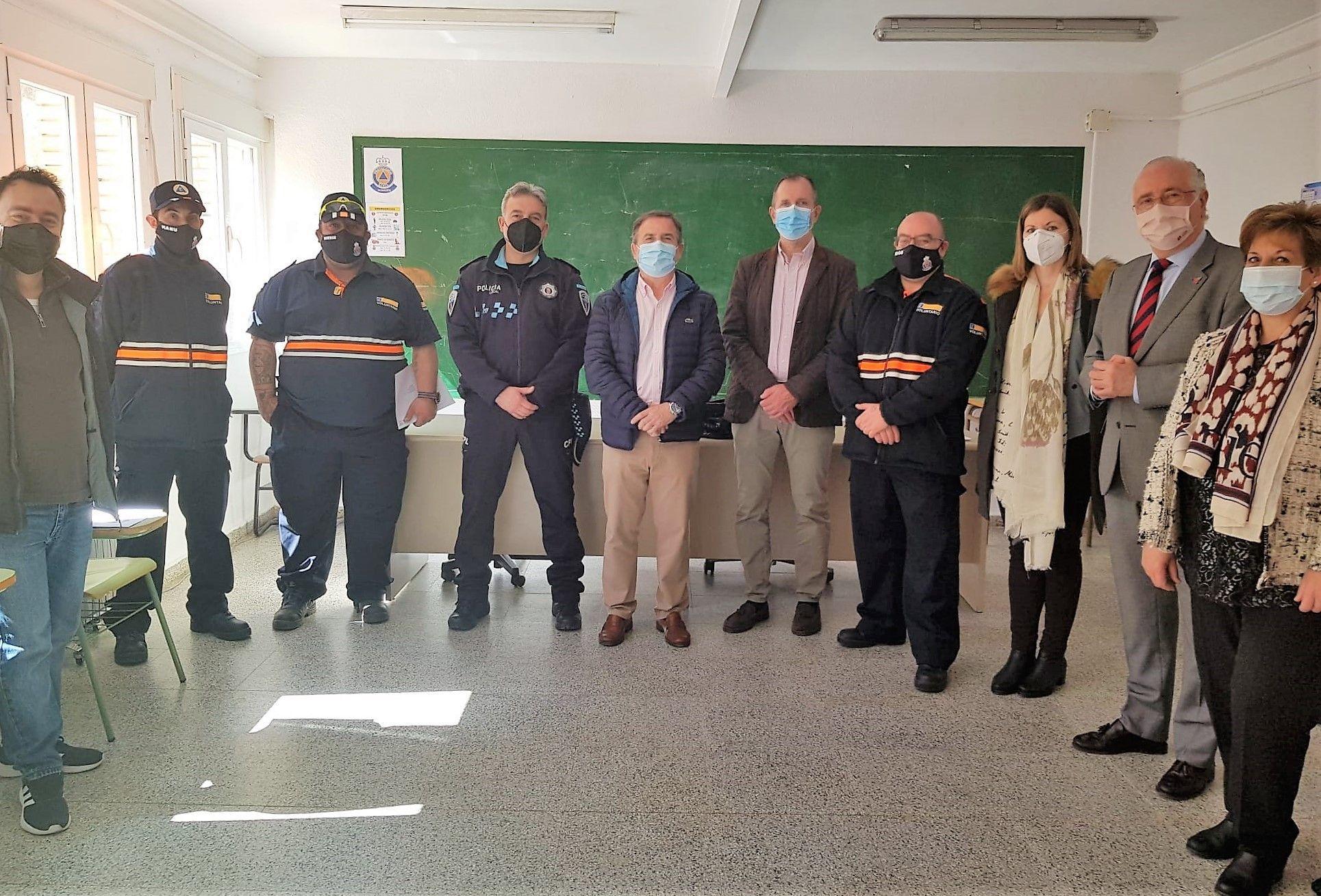 El Gobierno de Castilla-La Mancha entrega los diplomas del Curso Básico de Protección Civil a los 16voluntarios de la Agrupación de Almadén