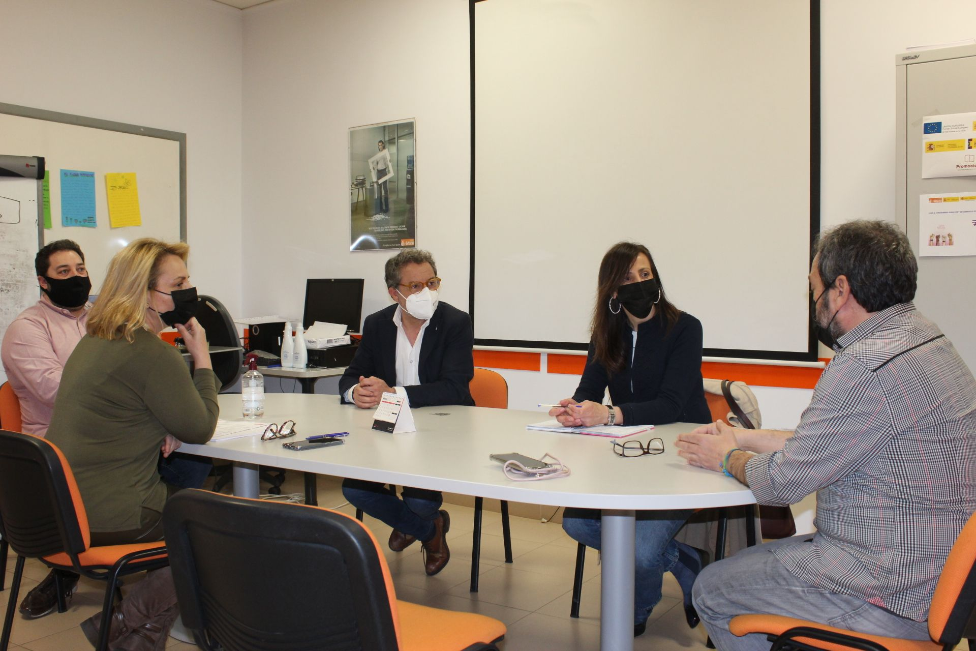 Antonio Martínez y María Gil destacan la importante labor de la Fundación Secretariado Gitano en tareas de Educación, Empleo y reducción de la brecha digital
