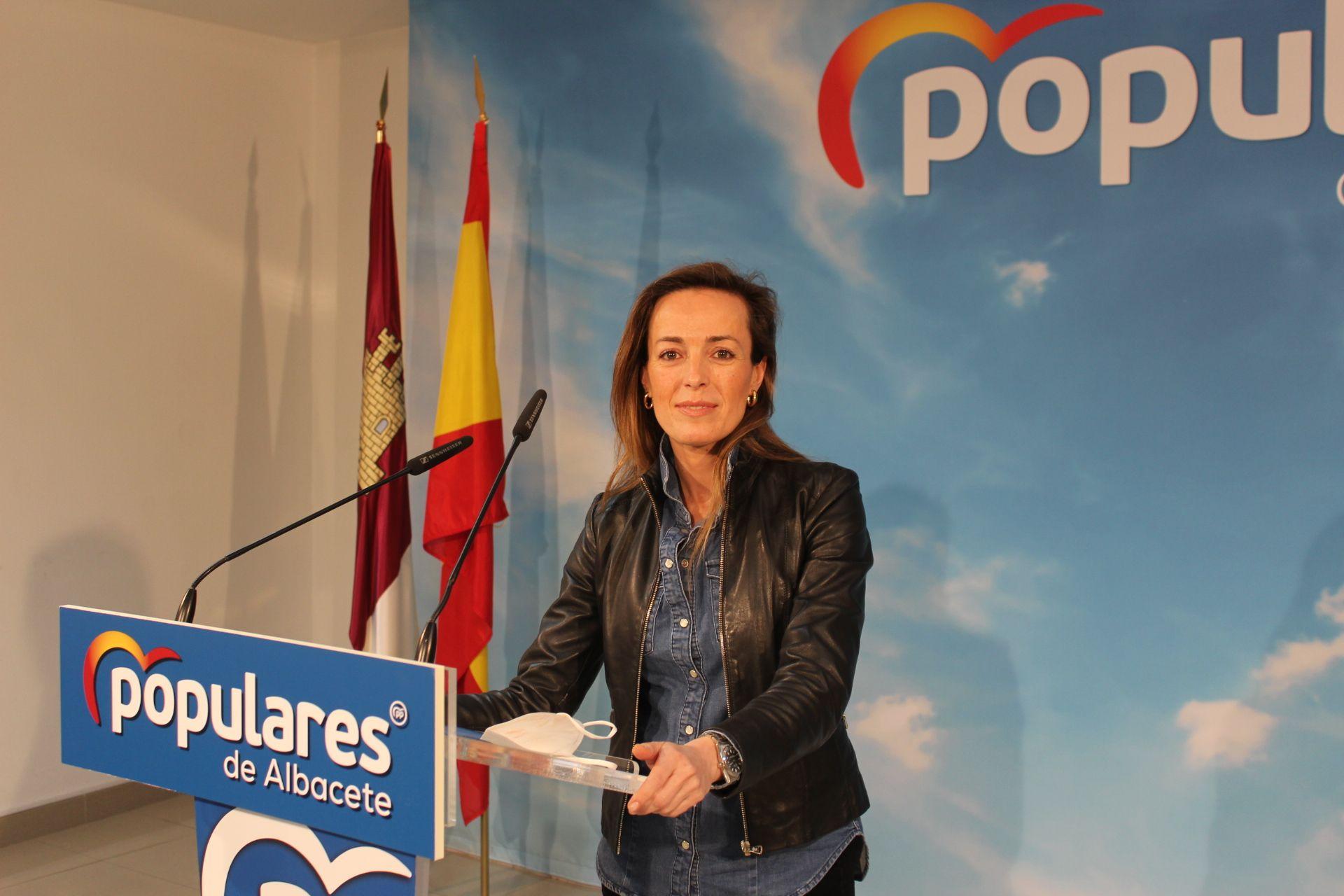 Carmen Navarro critica la falta de ayudas directas del Gobierno de Sánchez para sectores económicos estratégicos como es el Vitivinícola, Calzado, Muebles, Autoescuelas y Peluquerías