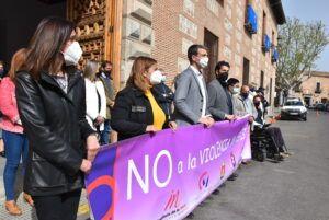 El Ayuntamiento aprovecha el minuto de silencio para concienciar a la sociedad contra la violencia de género en las redes sociales