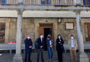 La empleabilidad de los jóvenes y el impulso del turismo centran la reunión entre la alcaldesa de San Pablo de los Montes y Gobierno regional