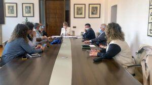 """La alcaldesa anuncia una nueva edición del programa """"Garantía +52"""", del que se beneficiarán una veintena de desempleados"""