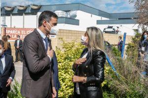 La alcaldesa y el presidente del Gobierno destacan la posición de la ciudad en el ámbito de la investigación científica en la visita al centro de Janssen-Cilag
