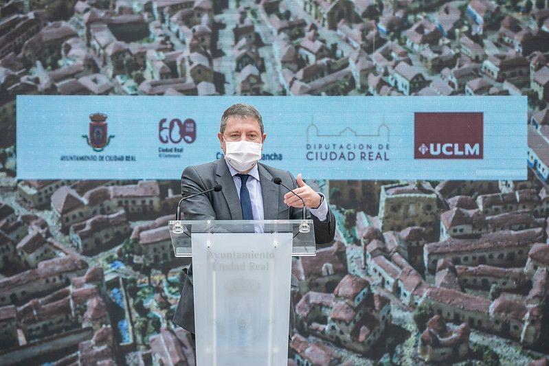 El presidente García-Page anuncia que la próxima semana se inocularán 20.000 vacunas al día en Castilla-La Mancha