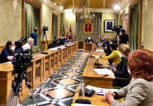 El Pleno del Ayuntamiento de Cuenca aprueba el convenio de bomberos con la Diputación Provincial después de una década