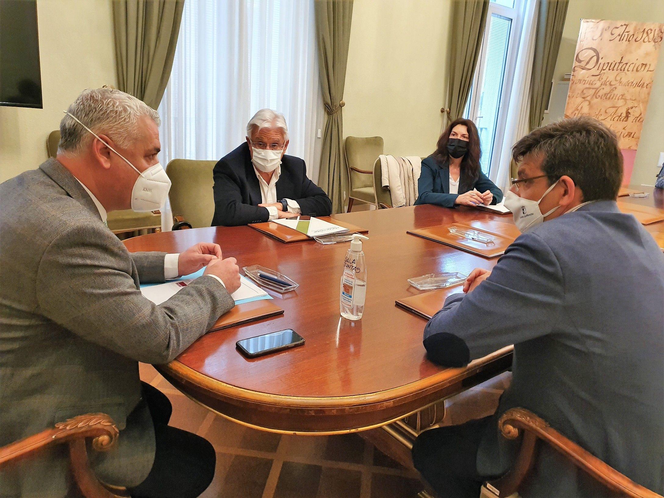 Diputación de Guadalajara y UAH estudian la implantación de un 'Erasmus Rural' en la provincia