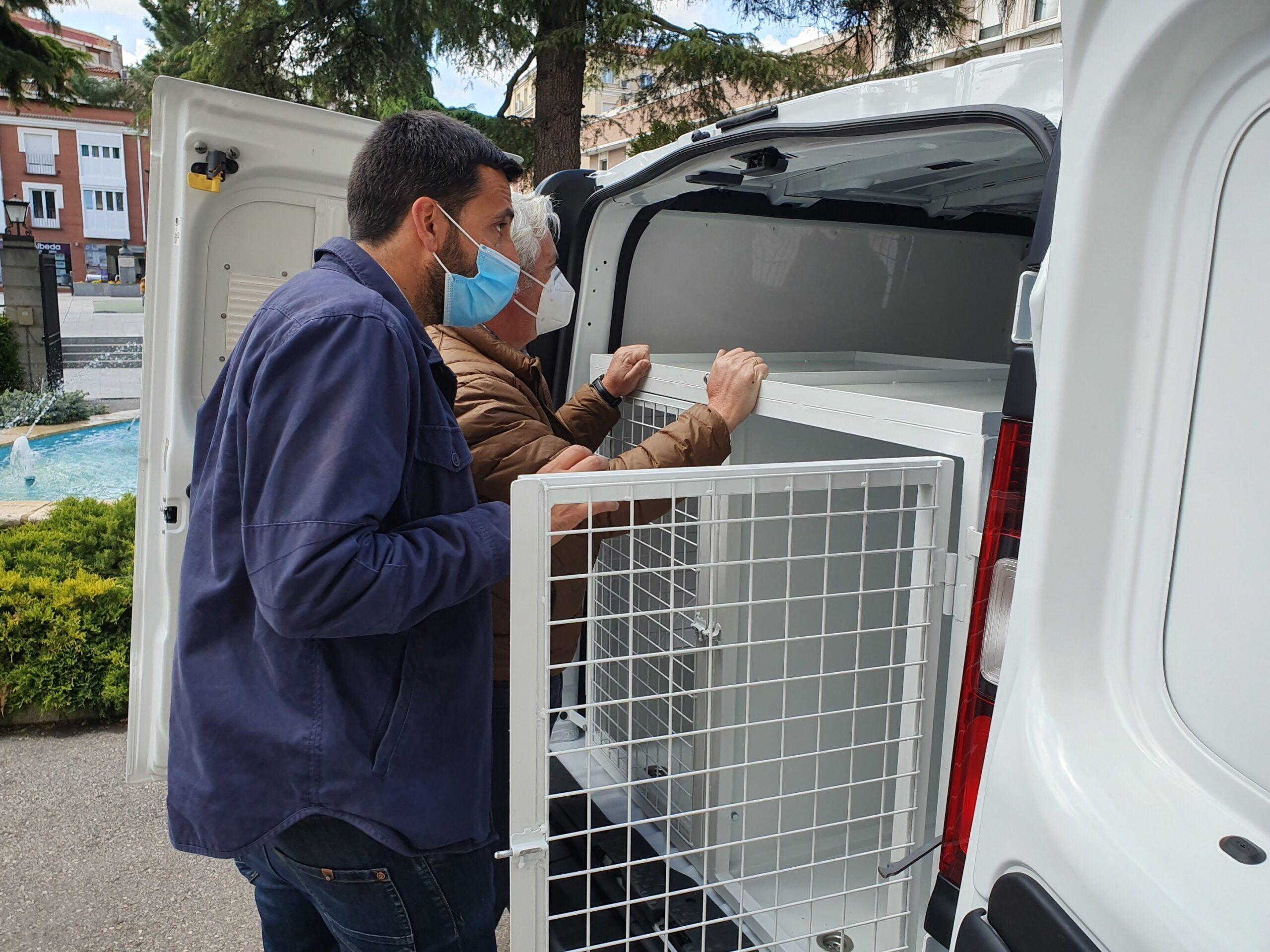 La Diputación adquiere un vehículo para recoger animales abandonados protegiendo su bienestar