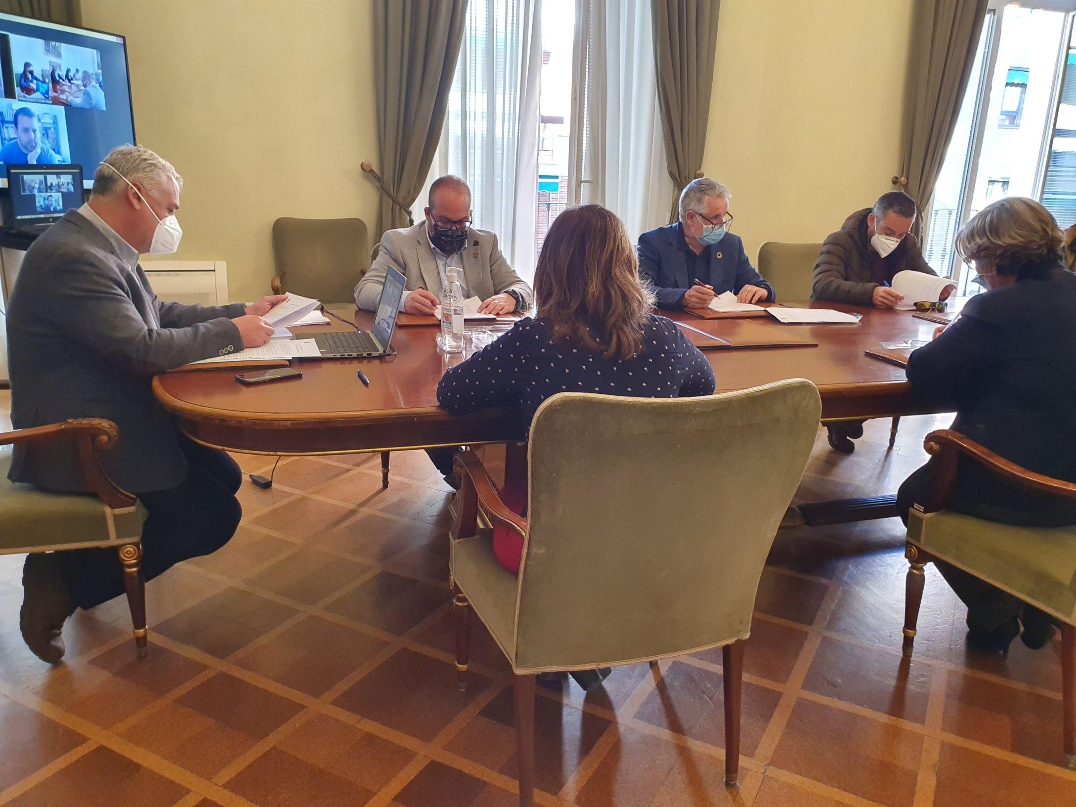 Los Grupos de Acción Local seguirán colaborando con la Diputación en la gestión de ayudas a negocios rurales y sector primario