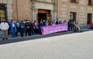 """El minuto de silencio contra la violencia de género en Talavera destaca el papel del feminismo como """"movimiento que propugna la igualdad de derechos entre la mujer y el hombre"""""""