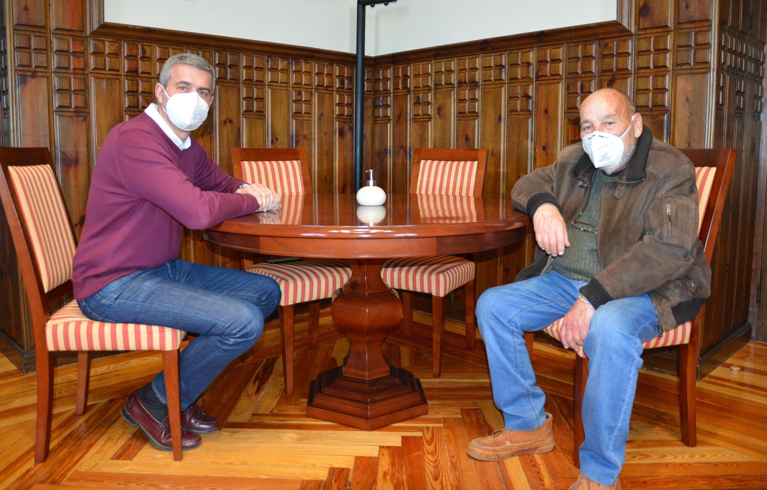 Álvaro Gutiérrez repasa con el alcalde de Otero los proyectos y necesidades de la localidad