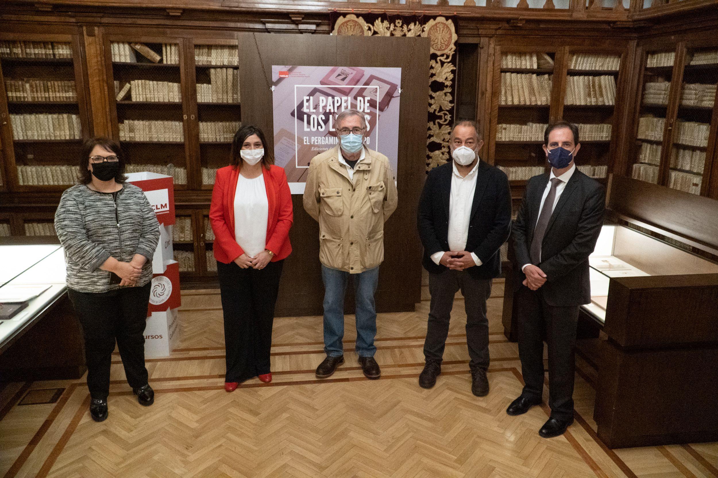 El Gobierno regional destaca la calidad de la exposición sobre la historia del papel en nuestro país en la Biblioteca de Castilla-La Mancha