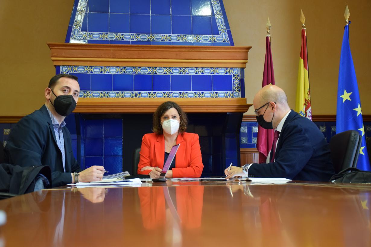El Gobierno de Castilla-La Mancha apoya las alegaciones de la industria del calzado para tratar de aminorar el posible impacto de los aranceles de EEUU