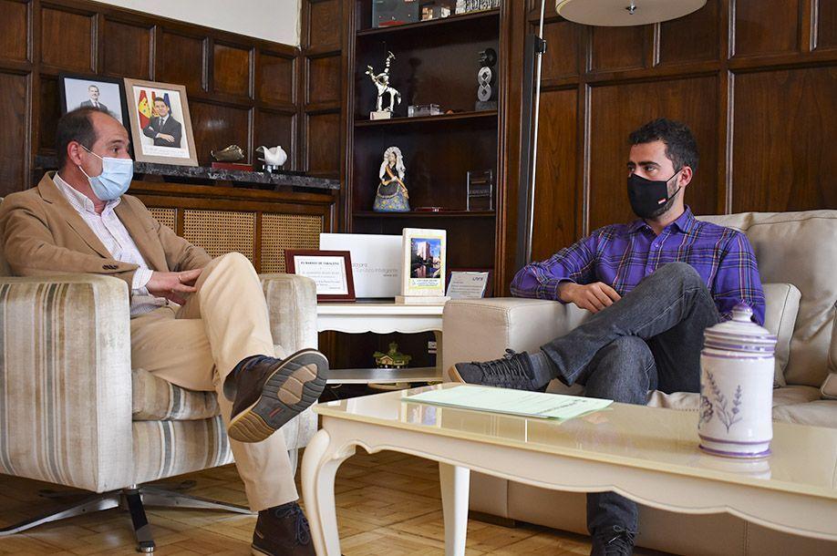 El alcalde recibe al nuevo secretario general de CC.OO, Javier Morales, con quien se compromete a trabajar por un mejor empleo en la ciudad