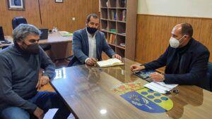 El Gobierno regional y el Ayuntamiento de Cardiel de los Montes analizan proyectos en materia educativa y de suministro de agua en el municipio