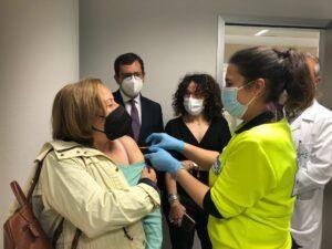 El Gobierno regional valora el buen ritmo y la agilidad en el proceso de vacunación en el punto centralizado del Hospital Universitario de Toledo
