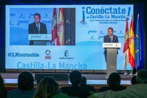 """García-Page destaca el """"salto de gigante"""" de la región en instalación de fibra óptica, casi un 400% desde 2015"""