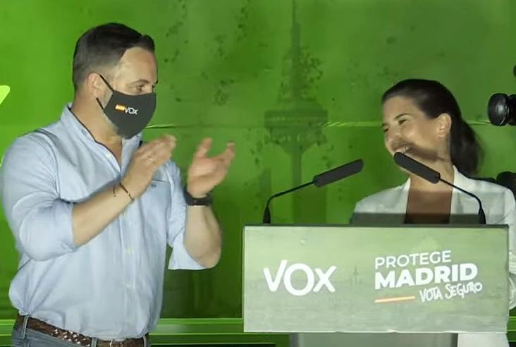 Abascal anuncia que Vox apoyará la investidura de Ayuso en primera votación sin pedir nada a cambio
