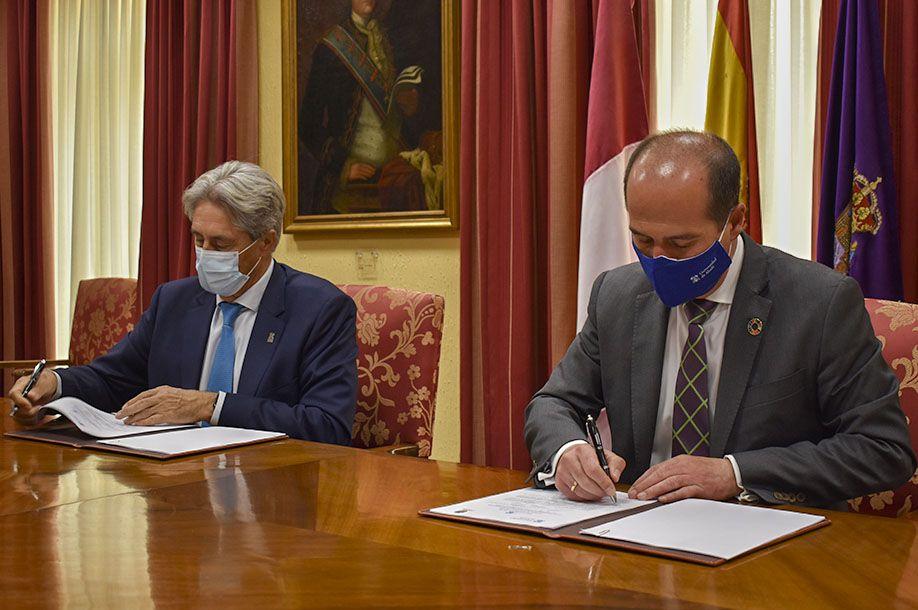 El Ayuntamiento y la Universidad de Alcalá sellan una colaboración para la realización de prácticas deportivas y de formación entre su alumnado