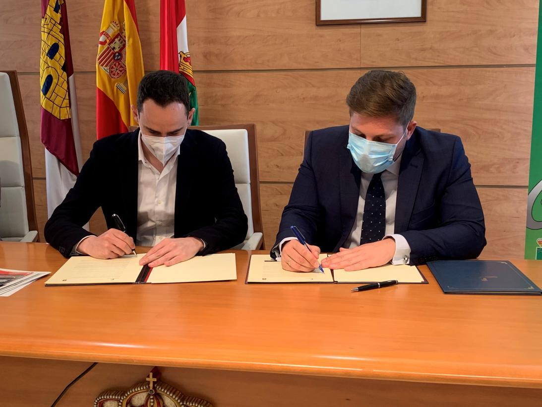 El Gobierno de Castilla-La Mancha renueva el convenio del ASTRA de Cabanillas del Campo con más líneas y la mejora de servicios