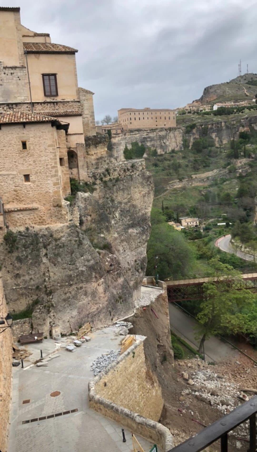Ciudadanos exigirá la dimisión del Alcalde y de los concejales de Patrimonio, Obras y Urbanismo por el derrumbe de la calle de subida a las Casas Colgadas