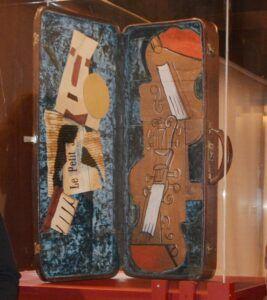 """El Centro Cultural San Clemente ofrece visitas comentadas a la obra atribuida a Pablo Picasso """"Estuche para dos violines"""""""