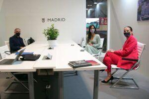 La próxima alcaldesa de Ciudad Real, Eva Masías, se reúne en FITUR con la vicealcaldesa de Madrid