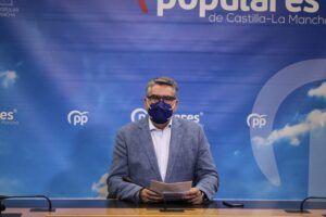 """Rodríguez: """"De crear chiringuitos para colocar a amiguetes sí sabe el PSOE de Page, pero de ayudar a las familias y a los autónomos no quiere saber nada"""""""
