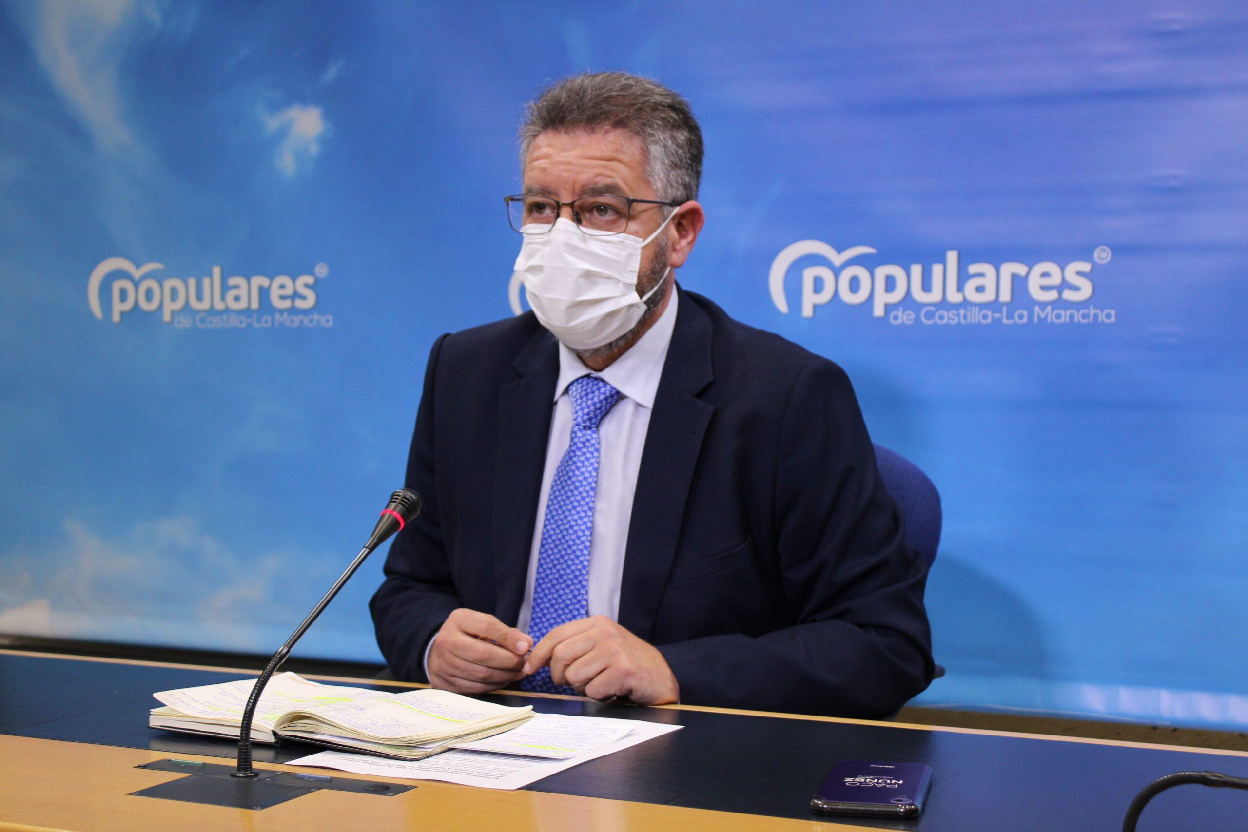 Moreno lamenta que, mientras hay 155 mil vacunas `almacenadas´ en la consejería de Sanidad sin ser administradas, Page decide marcharse fuera de España
