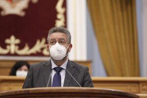 Moreno valora el respaldo unánime de los grupos políticos de las Cortes a la iniciativa de Paco Núñez para poner freno a la publicidad engañosa en el ámbito sanitario