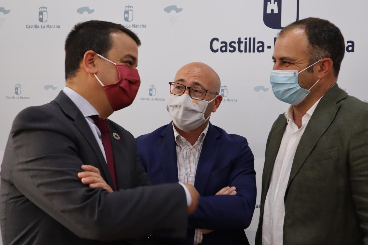 Castilla-La Mancha contará con la tercera denominación de origen compartida con Murcia, la Nuez de Nerpio, en un mes aproximadamente