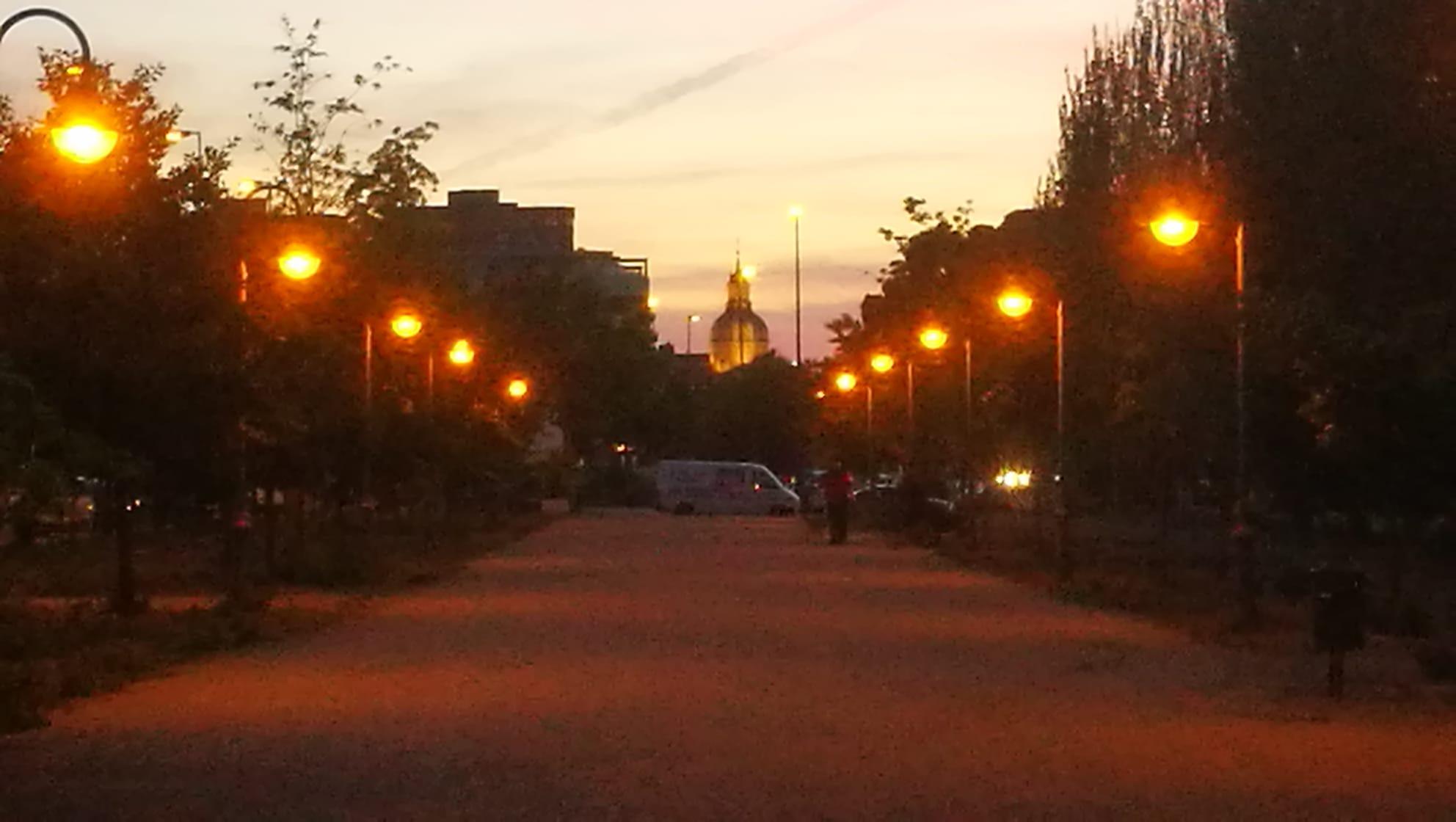 El Gobierno de Talavera devuelve la iluminación al paseo paralelo a la Avenida de Madrid después de años vandalizado y abandonado