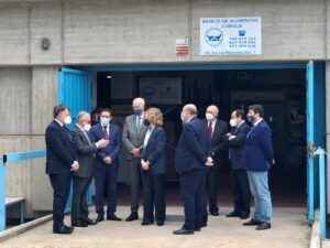 El alcalde agradece la visita de la Reina Sofía interesándose por el Banco de Alimentos de Cuenca