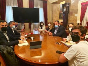 Los senadores del PSOE por Albacete abren las puertas de la Cámara Alta a la cooperativa albaceteña 'Champinter'