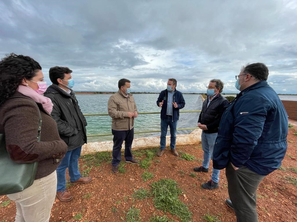 """Manuel Serrano: """"El Partido Popular trabaja para garantizar el futuro del campo de la mano de nuestros agricultores y ganaderos"""""""