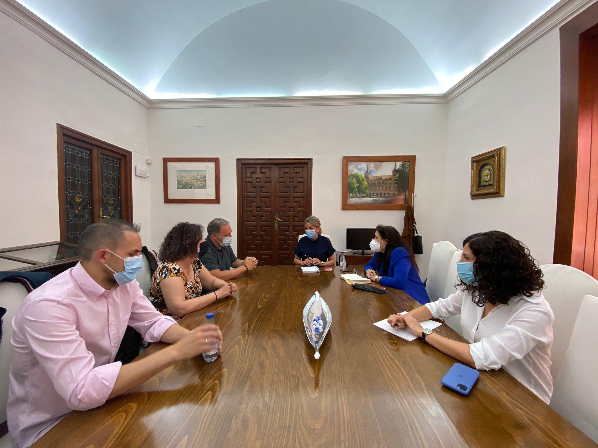 La alcaldesa mantiene una reunión con el nuevo Secretario General de CCOO Toledo y miembros de su ejecutiva
