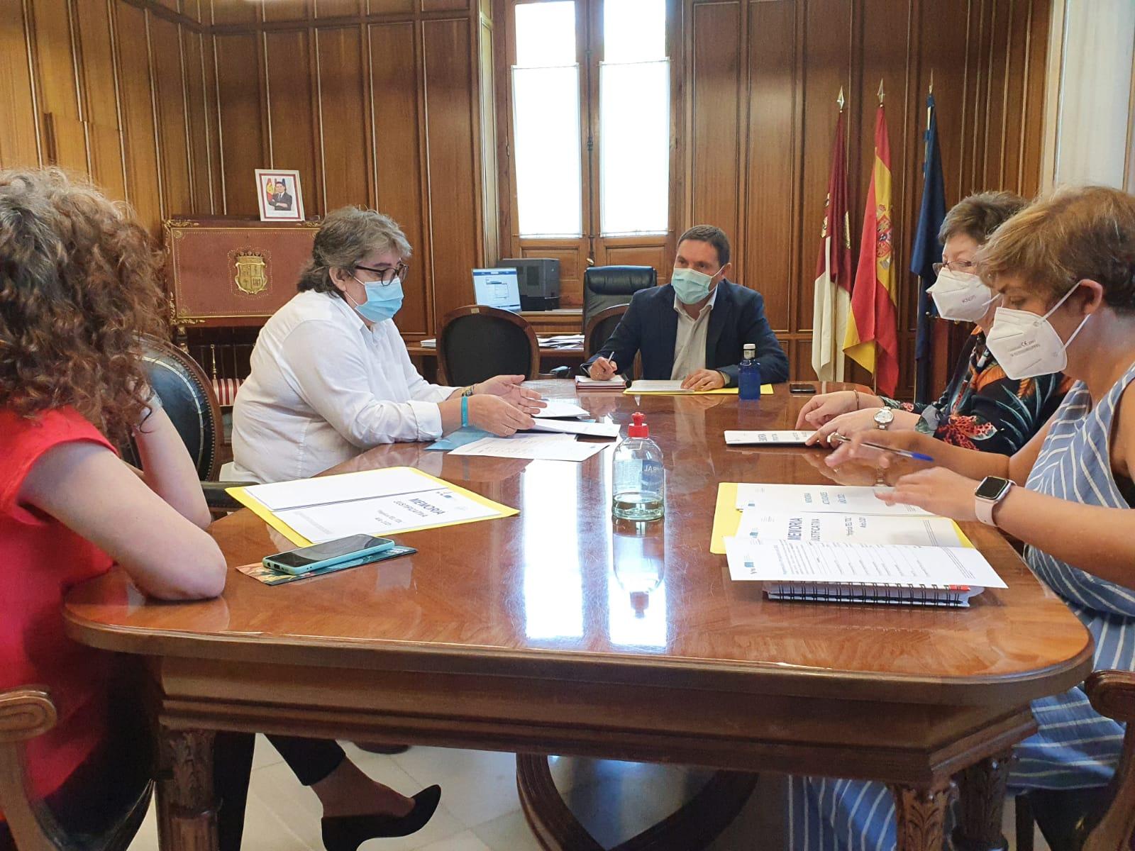La Diputación trabajará con ATELCU para integrar a las personas que padecen Trastorno del Desarrollo del lenguaje